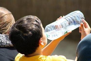 当心!千万别这样喝水,有人差点丧命!