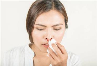 流鼻血怎么处理?这种你认为正确的处理方法,随时可能要你一命