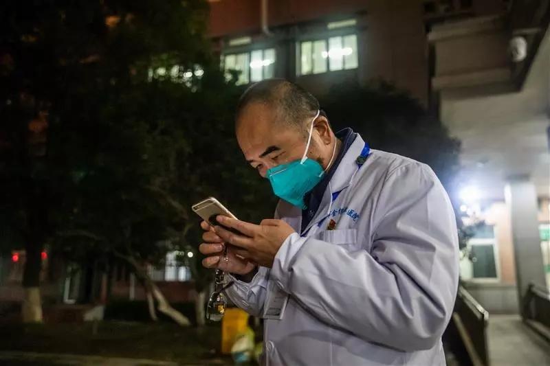 身患绝症、妻子被感染,他已经在抗疫一线奋战了30多天